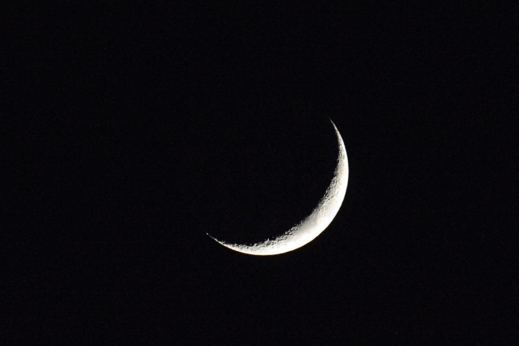 -233 Grad kann es auf der Schattenseite des Mondes werden, 123 auf seiner Sonnenseite. © Marcel Gluschak